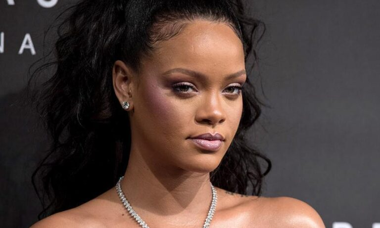 Read more about the article Rihanna Talks About Her Skincare Routine And Tips